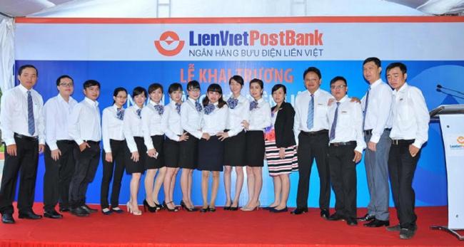 Đội ngũ nhân viên trẻ trung của ngân hàng Liên Việt