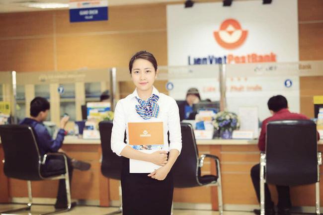 Nhân viên ngân hàng Bưu điện Liên Việt