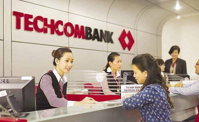 Khách hàng đến vay thế chấp tại Techcombank