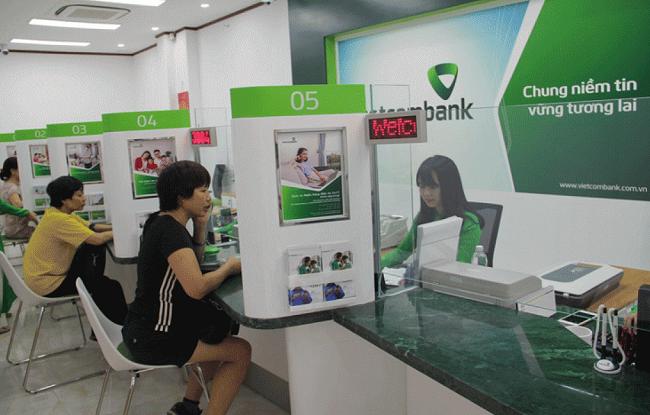 Khách hàng đến vay vốn thế chấp tại Vietcombank