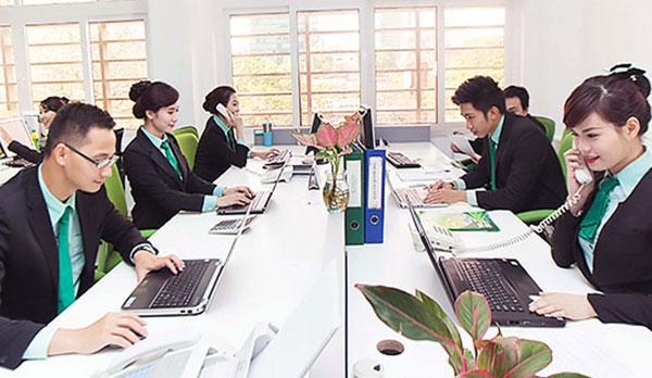 Đội ngũ tư vấn viên giàu kinh nghiệm đang sẵn sàng tư vấn cho bạn