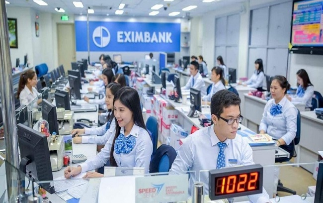 Văn phòng hiện đại và đội ngũ nhân viên trẻ trung chuyên nghiệp của Eximbank