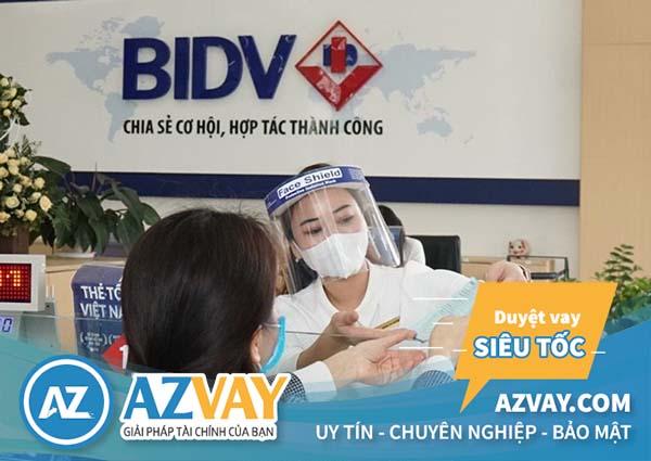 Khách hàng có thể đăng ký vay tiền qua thẻ tín dụng BIDV tại quầy giao dịch