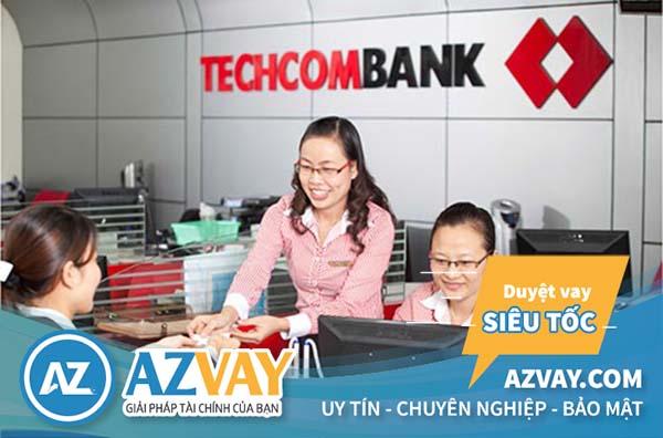 Khách hàng có thể đến quầy giao dịch gần nhất để  đăng ký vay tiền qua thẻ tín dụng Techcombank