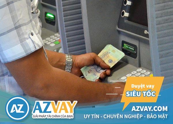 Mức phí rút tiền thẻ tín dụng của mỗi ngân hàng là khác nhau