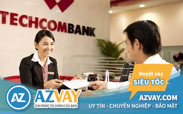 Khách hàng có thể rút tiền thẻ tín dụng Techcombank tại ATM hoặc quầy giao dịch