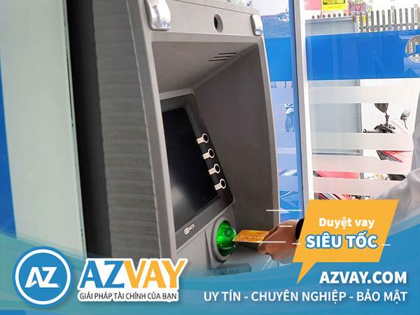 Rút tiền thẻ tín dụng Vietinbank tại cây ATM