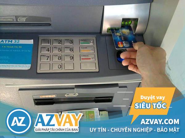 Khách hàng có thể rút tiền thẻ tín dụng ngân hàng ACB tại ATM hoặc quầy giao dịch của ngân hàng.