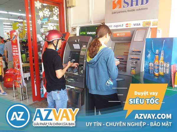 Khách hàng có thể rút tiền thẻ tín dụng SHB tại ATM