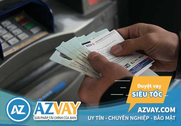 Mức phí rút tiền thẻ tín dụng tại ATM