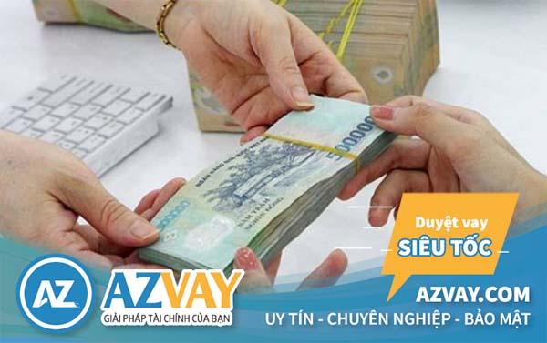 Khách hàng có thể lựa chọn hình thức vay tiền theo lương chuyển khoản hoặc tiền mặt