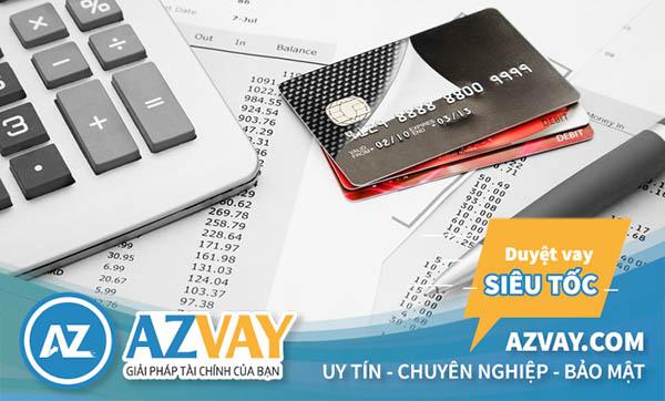 Khách hàng sẽ phải chịu phí và lãi suất khi rút tiền thẻ tín dụng