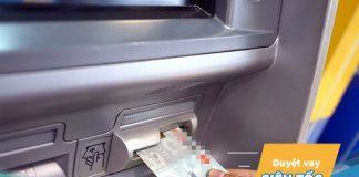 Rút tiền thẻ tín dụng khác ngân hàng được không?