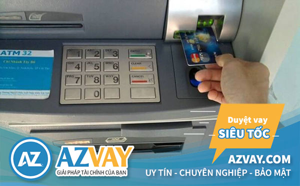 Khách hàng chỉ nên rút tiền thẻ tín dụng tại ATM hoặc ngân hàng