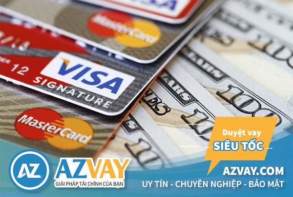 Bạn sẽ phải trả một khoản phí khi rút tiền qua thẻ tín dụng HSBC